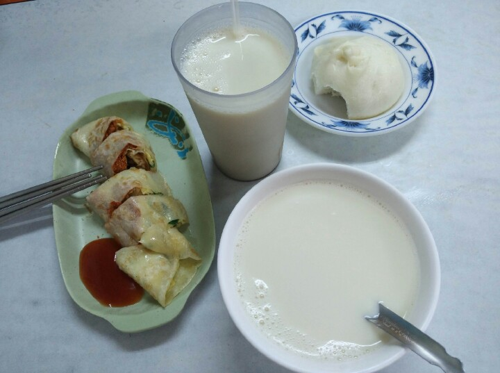 Yonghe Beancurd breakfast with pork bun and egg roll with pork floss