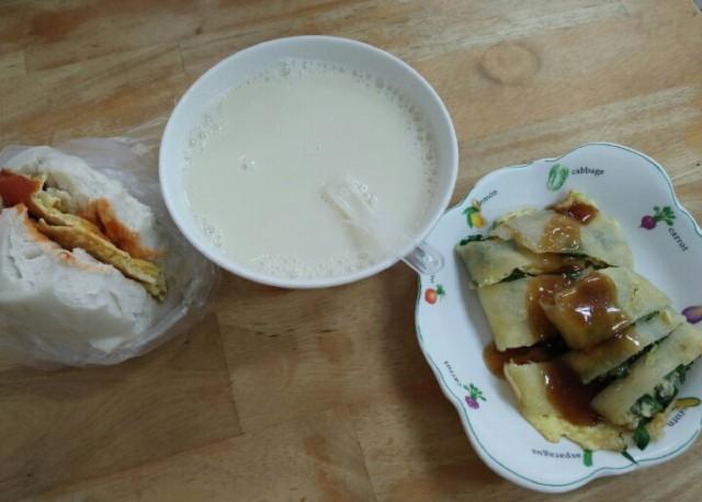Bun, soya milk, egg roll