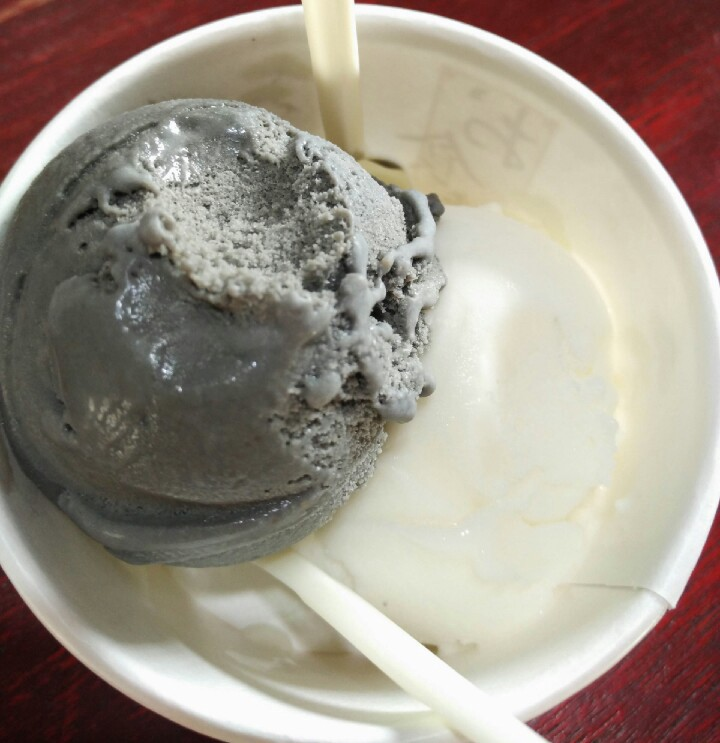 Minoice ice cream - black sesame and goat milk