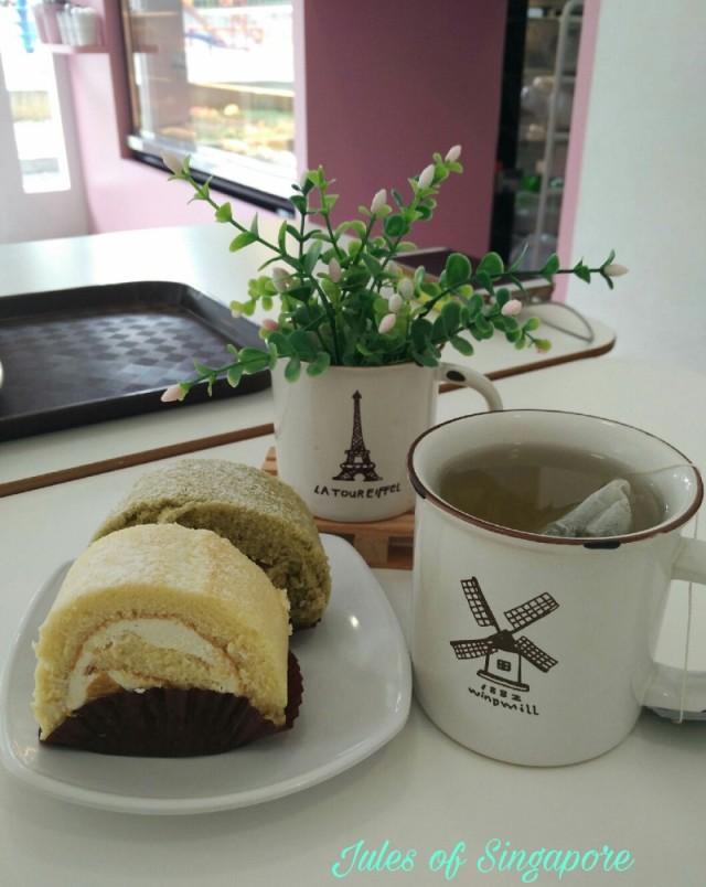 Naomi Kitchen café near Serangoon NEX Mall Swiss roll